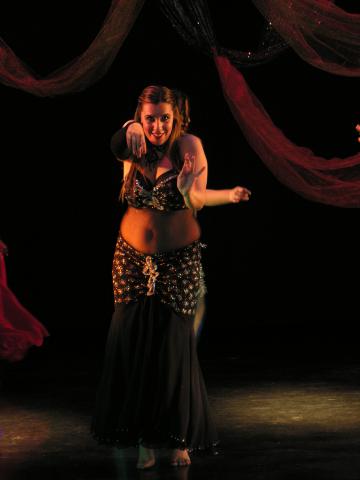 https://www.studiosuzanah.co.il/wp-content/uploads/2014/03/oriental-dance-or-belly-dance.jpg