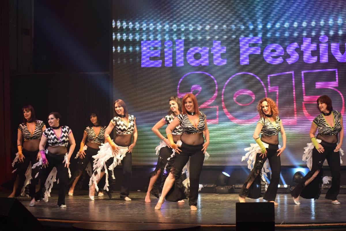 להקת משאללה על הבמה המרכזית בפסטיבל אילת הבינלאומי למחול מזרחי 2015